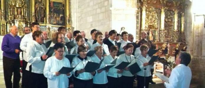 """Coral de Anguix, Olmedillo, Villovela y Tórtoles de Esgueva interpretando """"La estrella de navidad"""""""""""