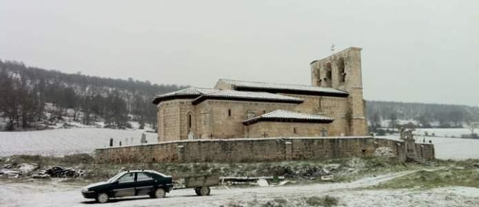 La iglesia de Villatuelda bajo la nieve