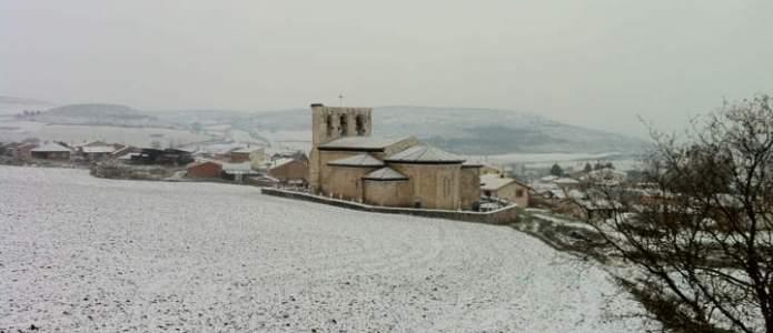 Villatuelda cubierta de nieve