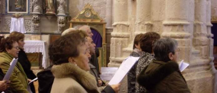Componentes del coro en la oración por la Paz