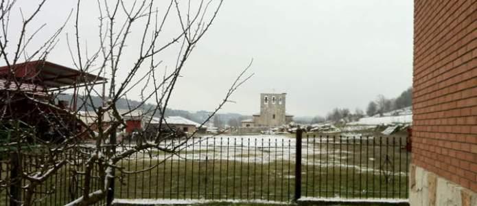 Vista de la iglesia de Villatuelda nevada